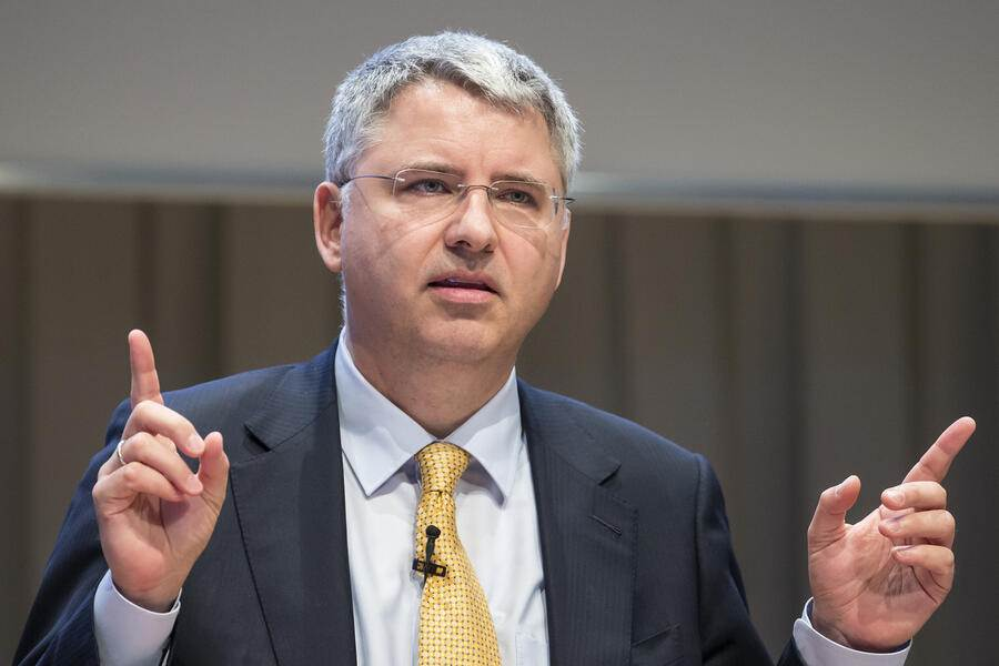 Severin Schwan, CEO Roche, speaks during the annual balance press conference in Basel, Switzerland, on Wednesday, February 1, 2017. Roche has increased its renvenue in 2016 by 7 percent to 9,73 billion Swiss francs. (KEYSTONE/Alexandra Wey)....Severin Schwan, Chief Executive Officer Roche, spricht waehrend der Bilanzmedienkonferenz von Roche am Mittwoch, 1. Februar 2017, in Basel. Roche hat seinen Gewinn im Jahr 2016 um 7 Prozent auf 9.73 Milliarden Schweizer Franken gesteigert. (KEYSTONE/Alexandra Wey)