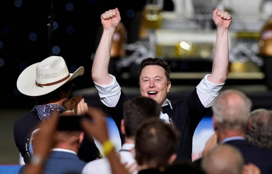 FILE PHOTO: SpaceX CEO Elon Musk celebrates with his brother Kimbal Musk (in hat) after the launch of a SpaceX Falcon 9 rocket and Crew Dragon spacecraft on NASA's SpaceX Demo-2 mission to the International Space Station from NASA's Kennedy Space Center in Cape Canaveral, Florida, U.S. May 30, 2020. REUTERS/Steve Nesius/File Photo