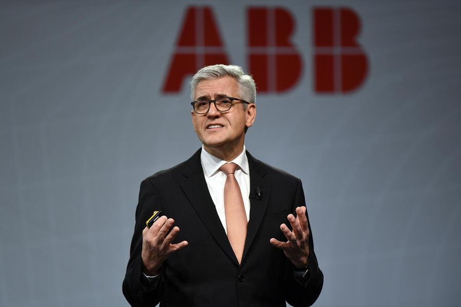 Ulrich Spiesshofer, CEO ABB Group, speaks during a press conference about the annual balance, in Zurich, Switzerland, on Wednesday, February 8, 2017. The ABB Group has decreased its revenue in 2016 by 5 percent to 33,8 billion dollars. (KEYSTONE/Walter Bieri)