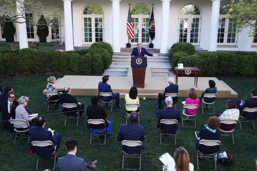 epa08333126 US President Donald J. Trump speaks during the Coronavirus Task Force press briefing on the coronavirus and COVID-19 pandemic, in the Rose Garden at the White House, in Washington, DC, USA, 30 March 2020. EPA/MICHAEL REYNOLDS