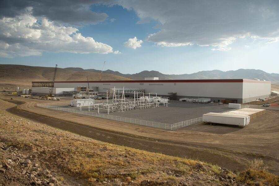 epa06064158 A handout photo made available by Tesla Motors on 03 July 2017 shows an exterior view of Tesla Gigafactory in Sparks, Nevada, USA, 03 January 2017. EPA/HANDOUT HANDOUT EDITORIAL USE ONLY/NO SALES