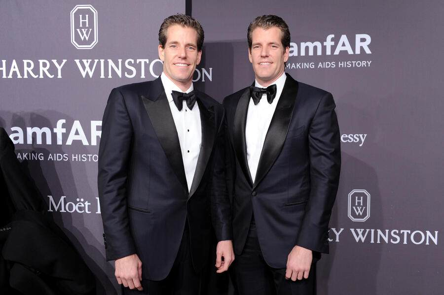 NEW YORK, NY - FEBRUARY 08:  Internet Entrepreneurs Cameron Winklevoss and Tyler Winklevoss attends the amfAR New York Gala 2017 sponsored by FIJI Water at Cipriani Wall Street on February 8, 2017 in New York City.  (Photo by Craig Barritt/Getty Images for FIJI Water)