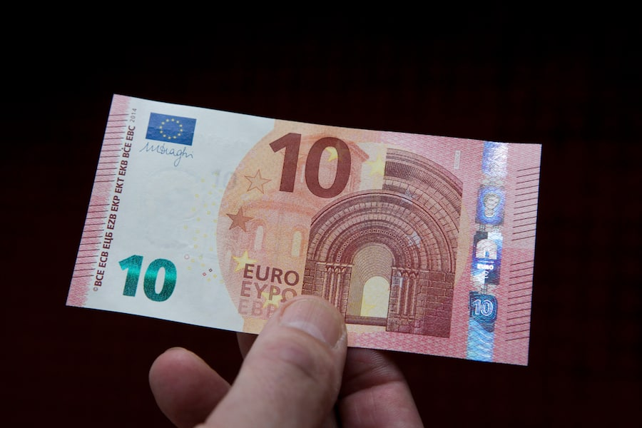 GERMANY, COLOGNE - SEPTEMBER 17:Our picture shows the new 10 Euro banknotes, on September 17, 2014 in Co0logne, Germany. (Photo by Ulrich Baumgarten via Getty Images)