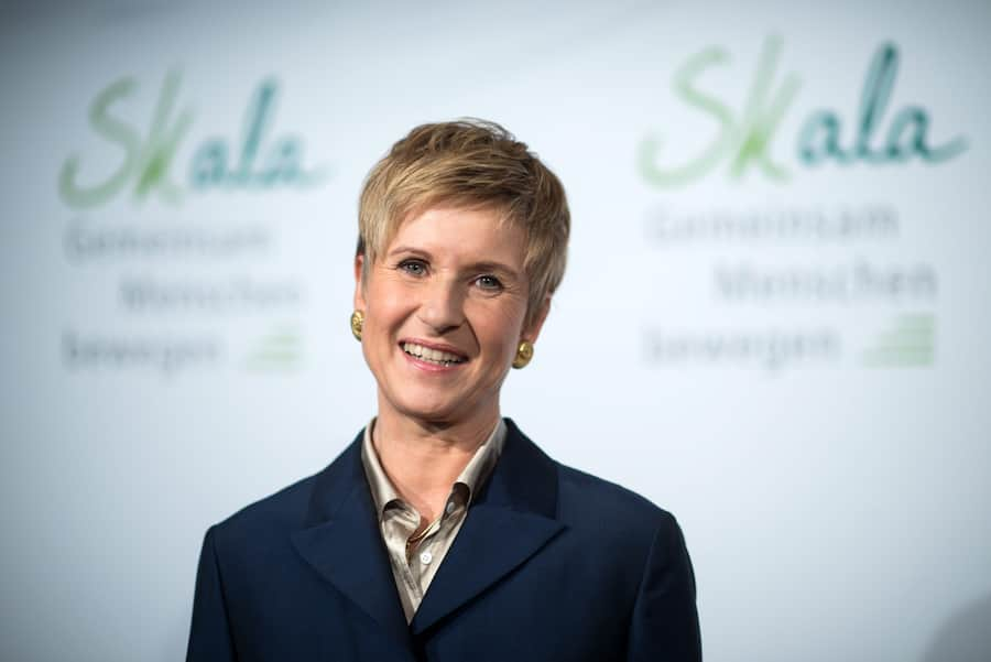 epa05277845 Susanne Klatten, businesswoman and major BMW shareholder, poese for a photo during a press conference on her Skala initiative that is to promote social projects, in Berlin, Germany, 26 April 2016. Billionaire Klatten is to provide up to 100 million euros in funding to her Skala initiative between 2016 and 2020 that will promote charitable causes throughout Germany. EPA/BERND VON JUTRCZENKA